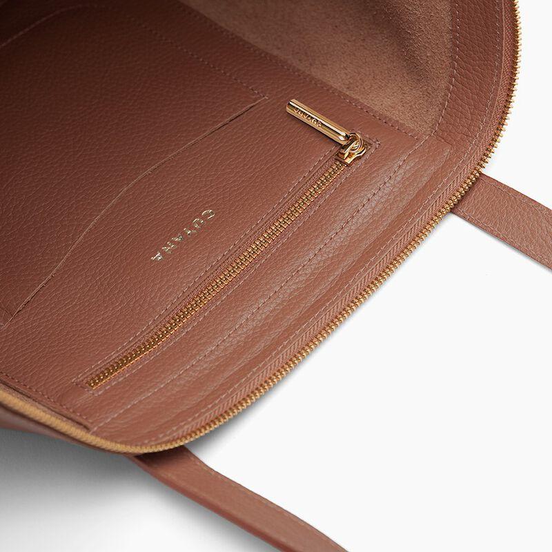 Classic Leather Zipper Tote in Caramel