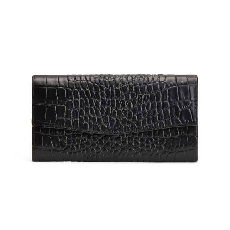 Classic Flap Wallet in Textured Black