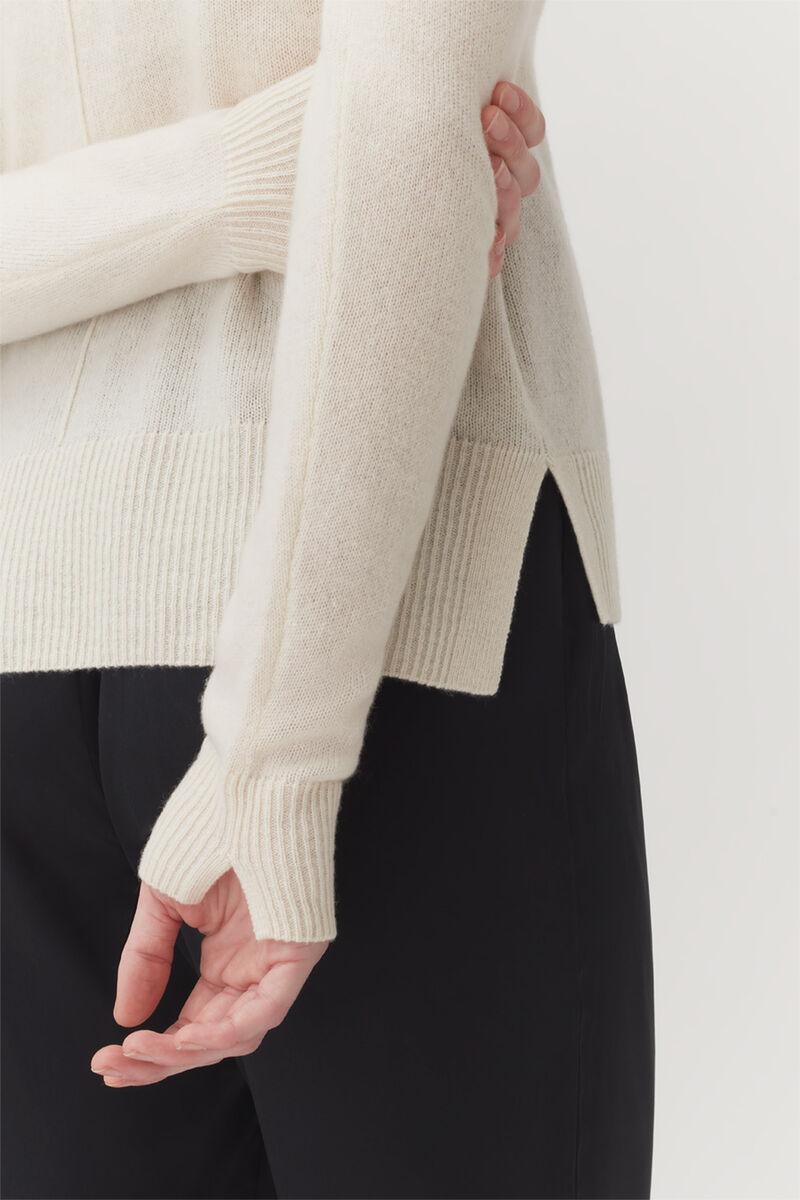 Single-Origin Cashmere Scoop Neck Sweater in Ecru