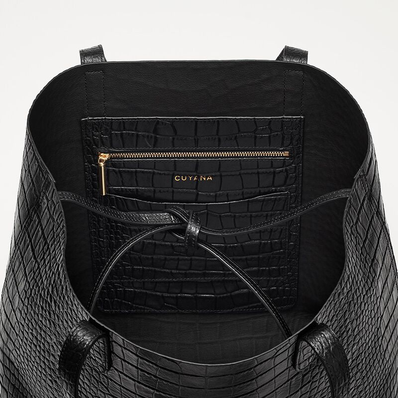Classic Structured Leather Tote in Textured Black