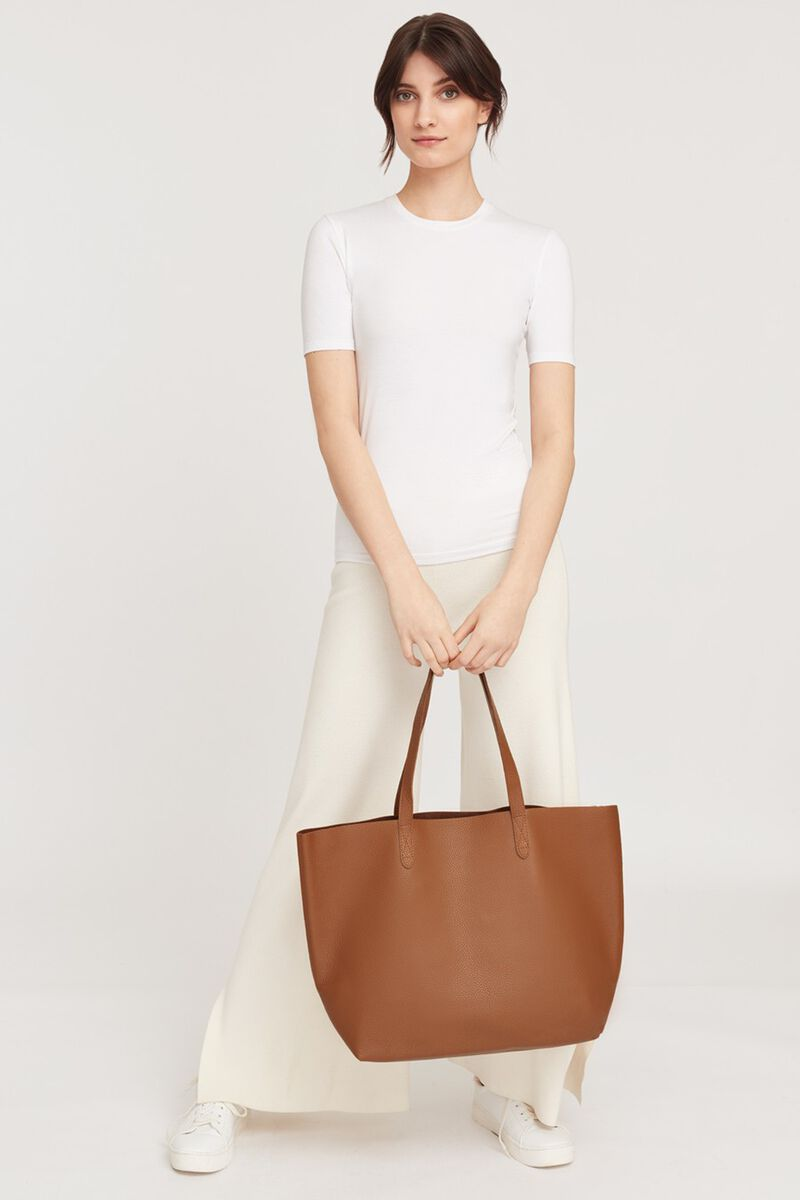 Classic Leather Tote in Caramel