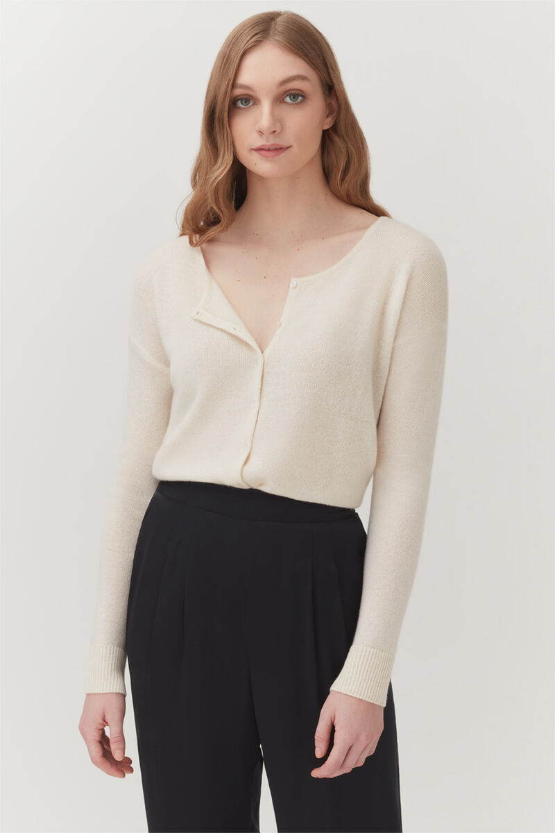 Single-Source Cashmere Cardigan in Ecru