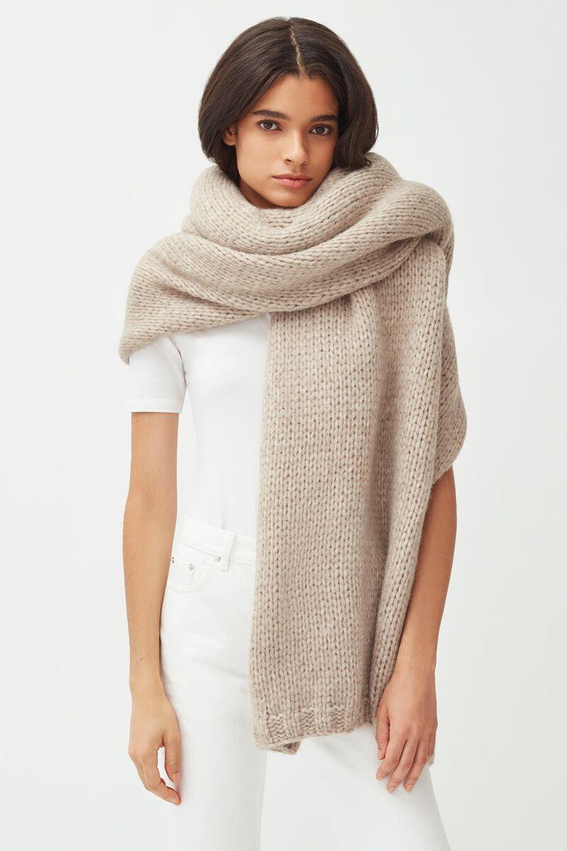 Alpaca Chunky Oversized Blanket in Oatmeal