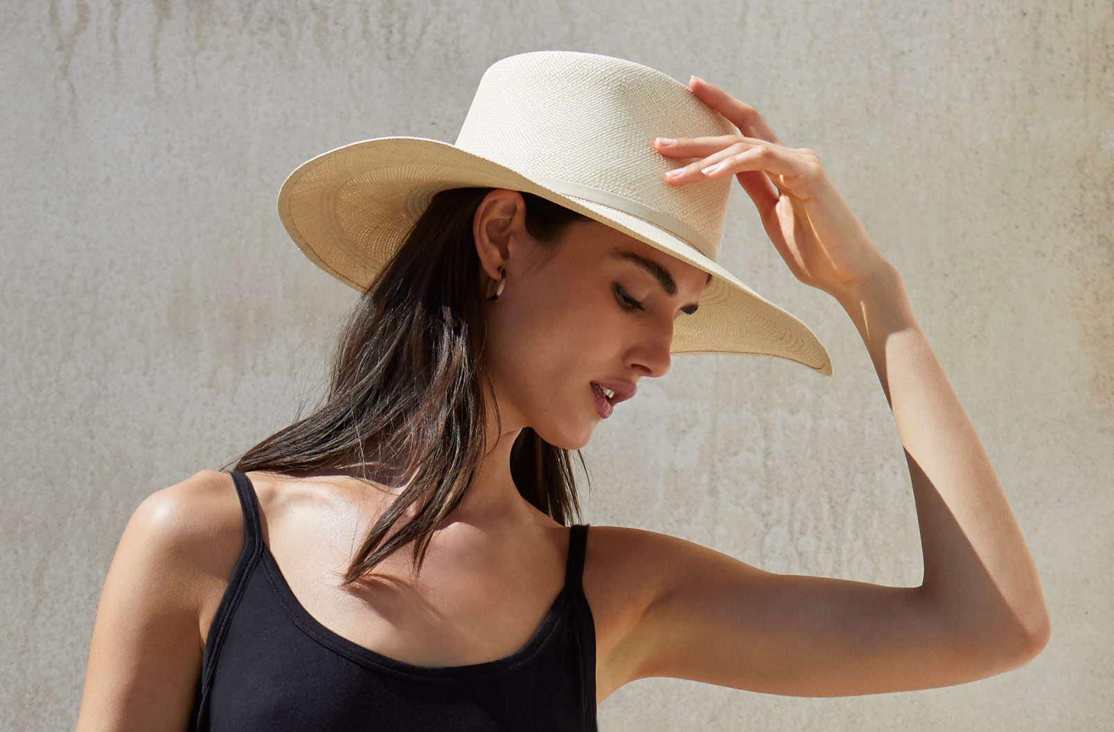Model wearing Cuyana Wide Brim Summer Hat