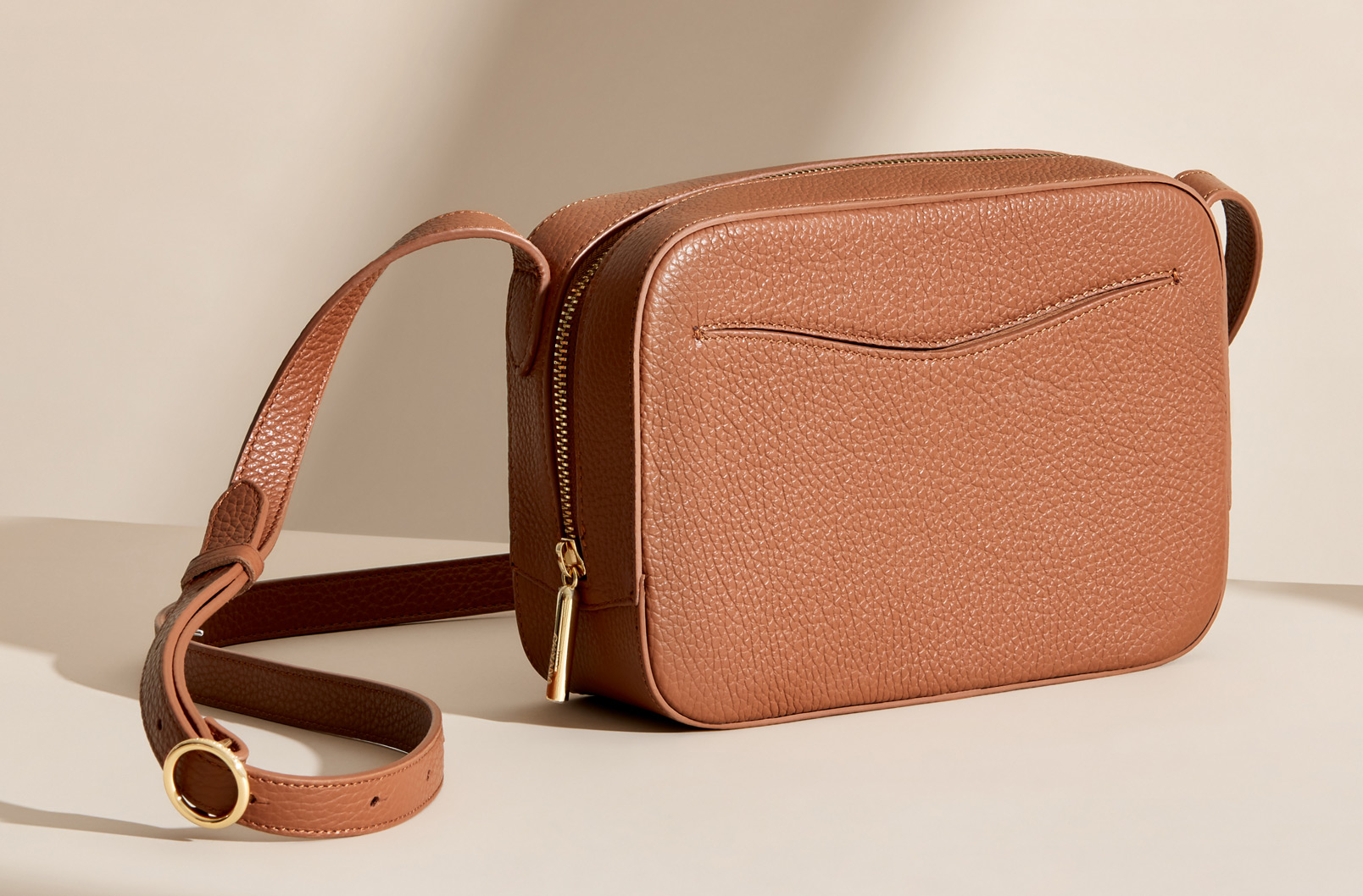 Cuyana Camera bag with exterior slit pocket in Caramel