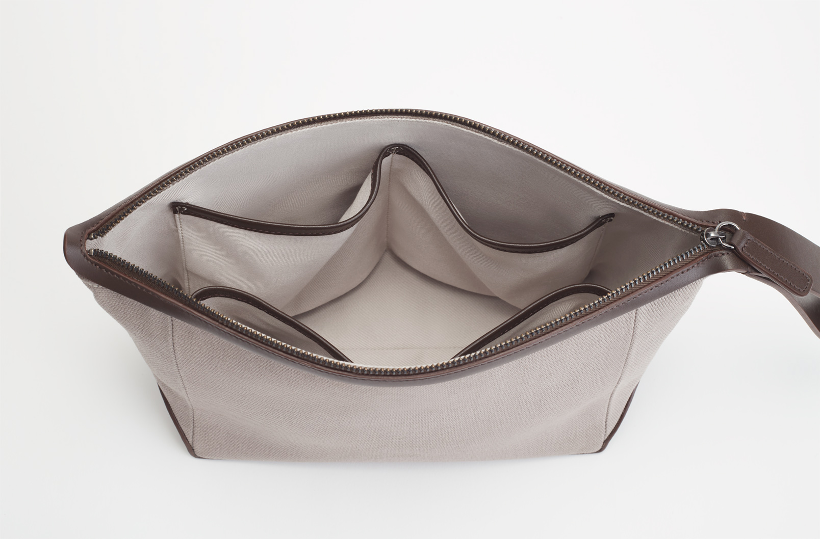 Interior details of Men's Travel Zipper Pouch