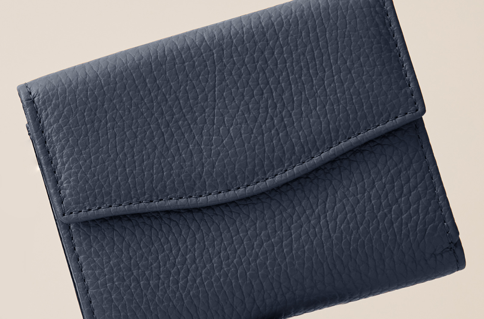 Cuyana Classic Small Flap Wallet Exterior Flap Closure