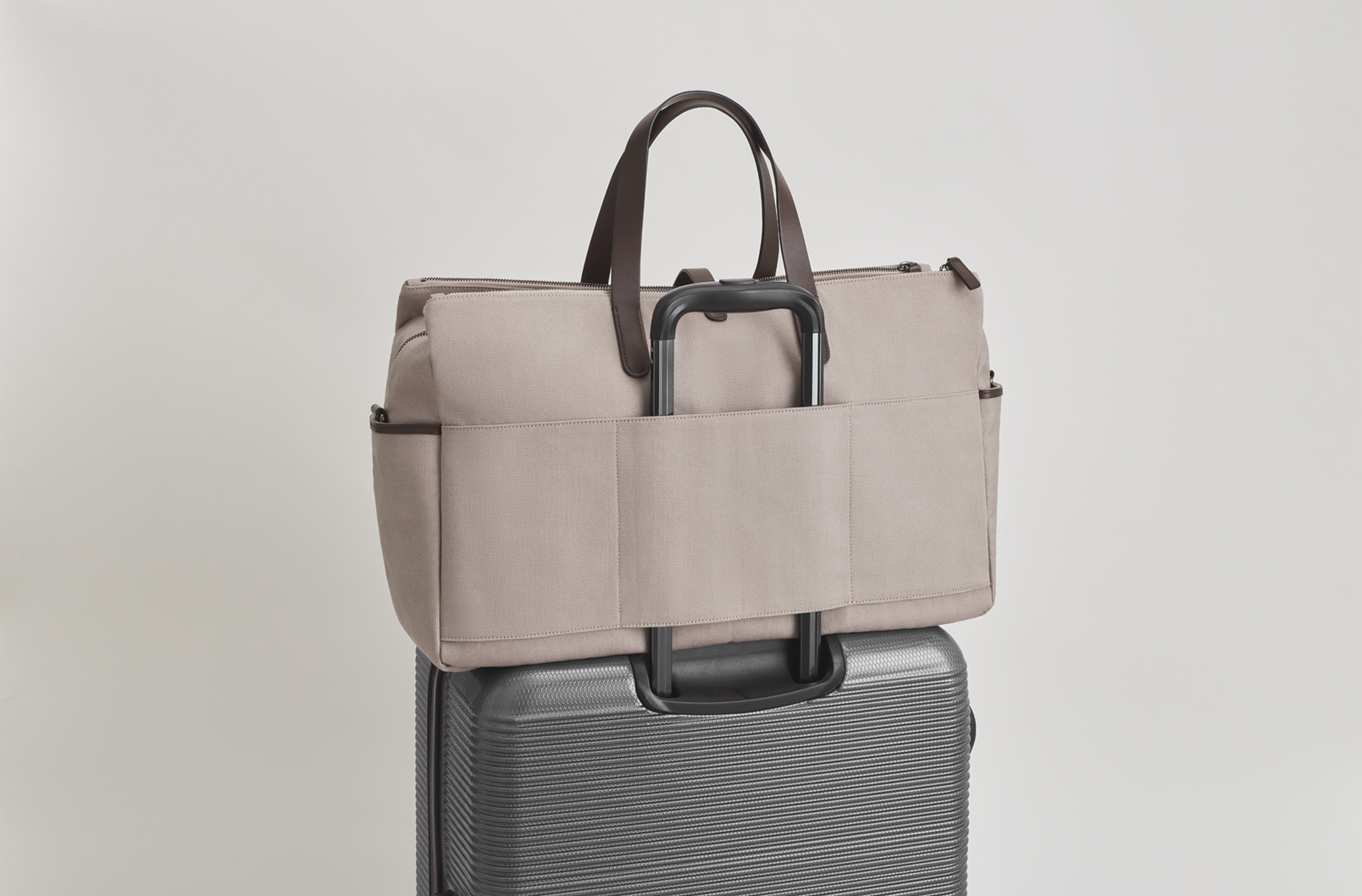 Trolley sleeve of Men's Triple Zipper Weekender