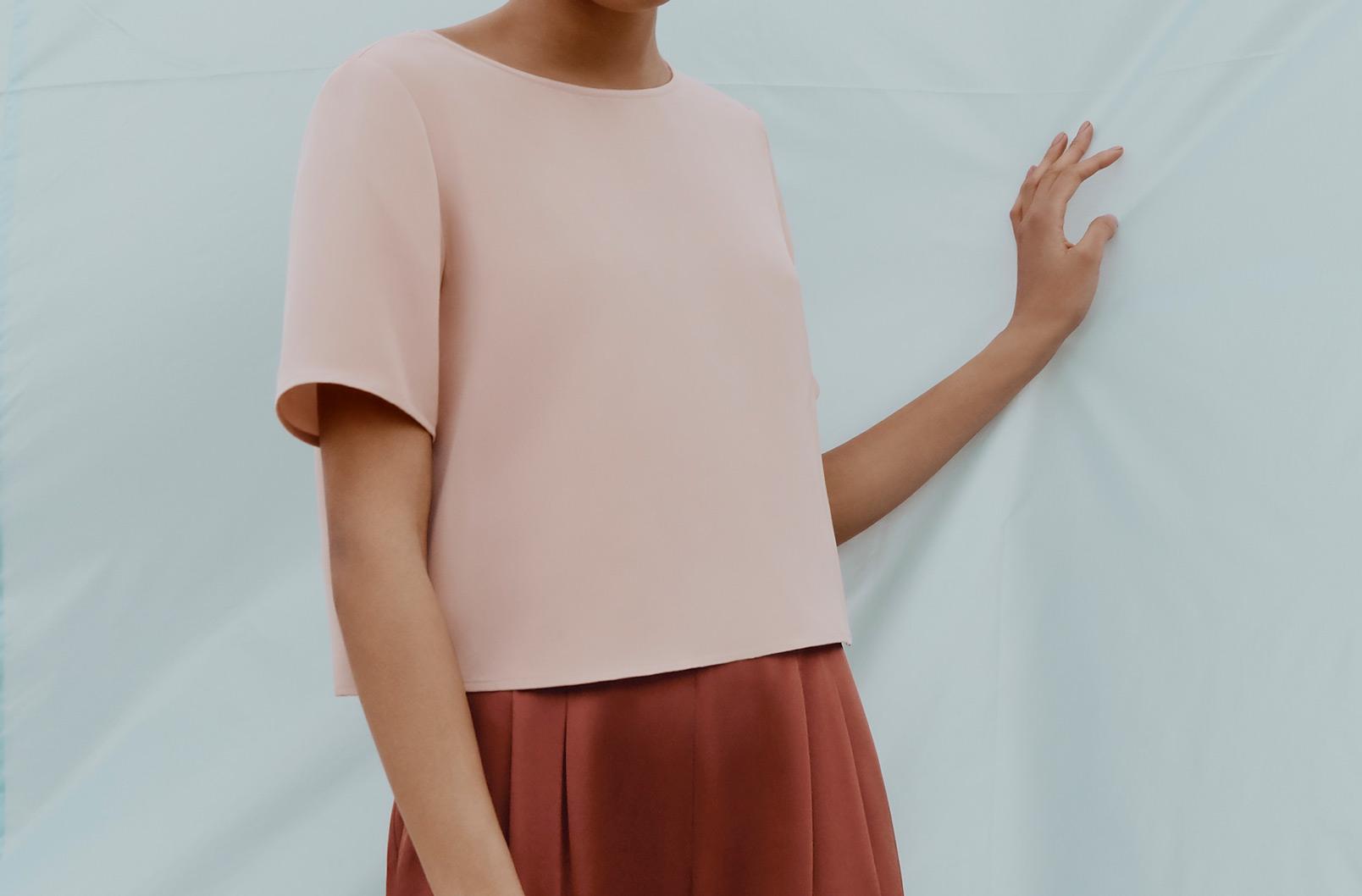 Model wearing Cuyana Silk Cropped Tee