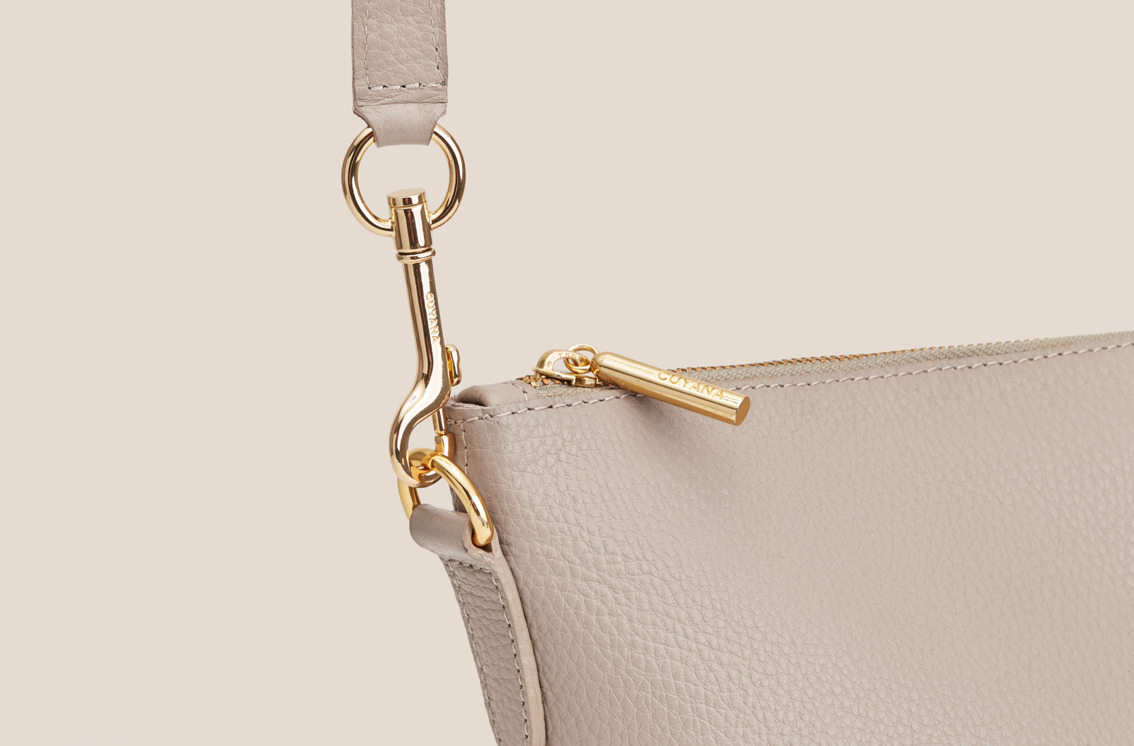 Detail shot showing Oversized Carryall strap and d-ring