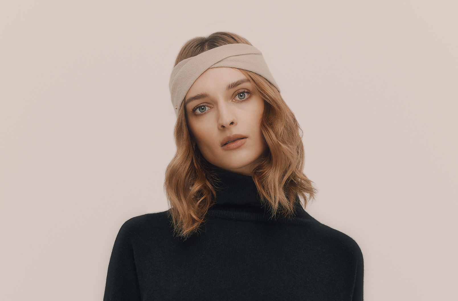 Cashmere headband on model