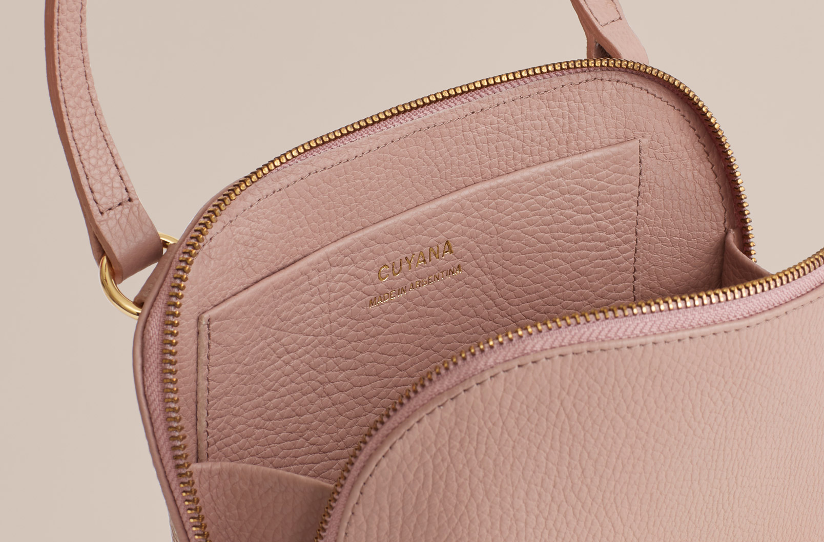 Image showing Cuyana Travel Case Crossbody in Soft Rose showing gusset to allow for easy access