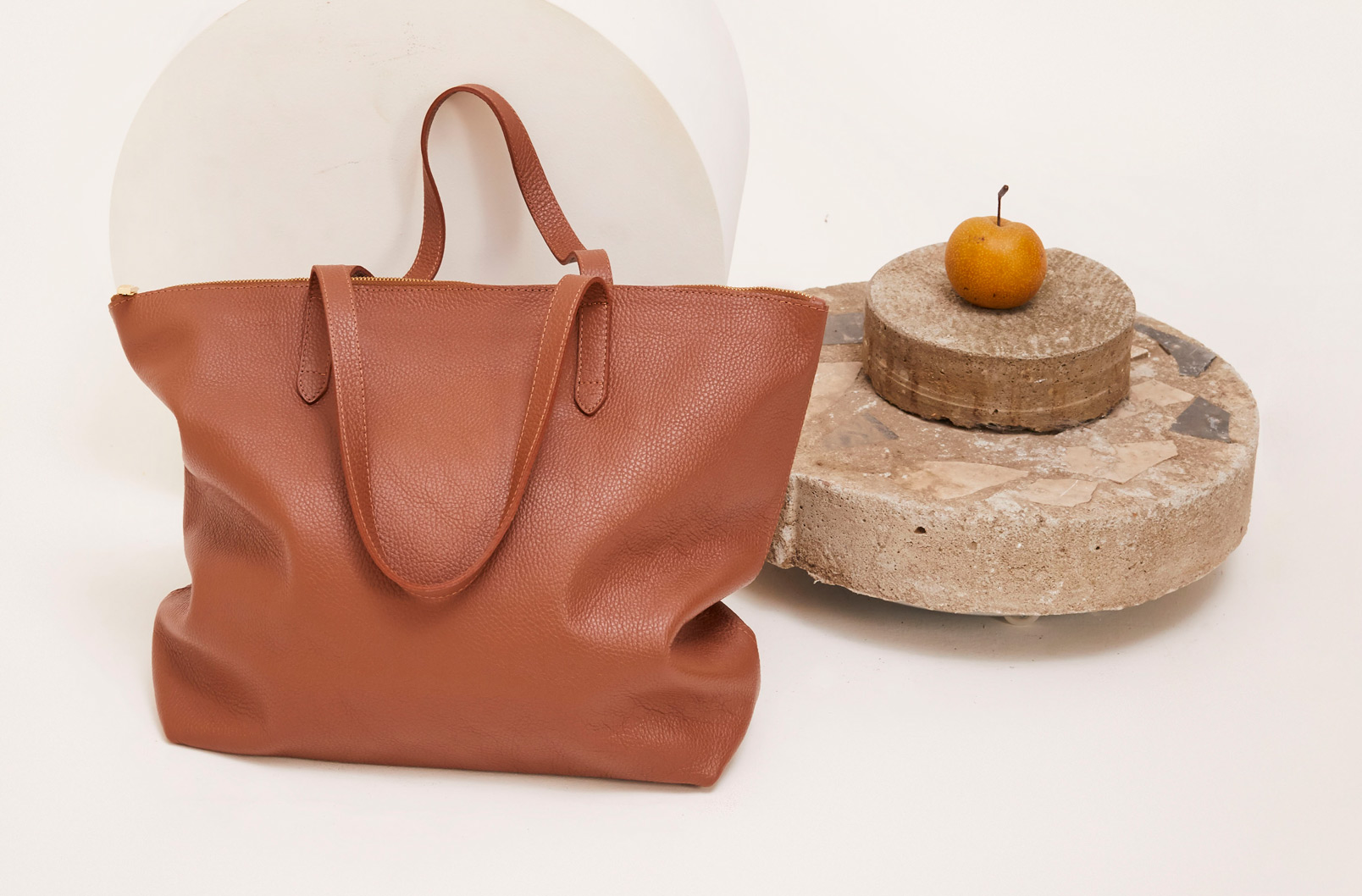 Cuyana Classic Leather Zipper Tote in Caramel with Stone