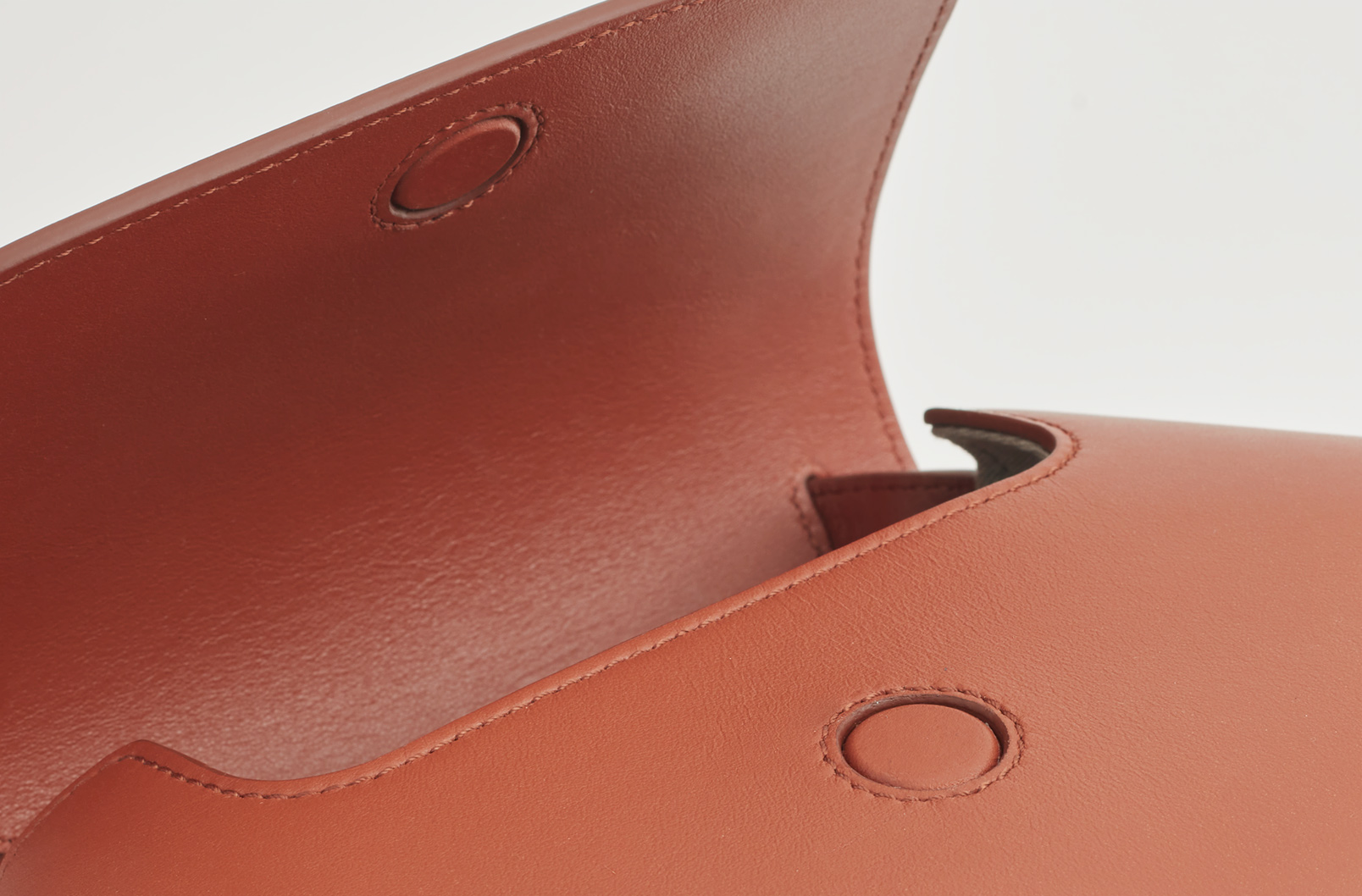 Detail image of Hexagon Crossbody Closure